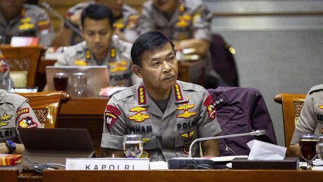 Kapolri Jenderal Pol Idham Azis mengikuti rapat kerja dengan Komisi III DPR di Kompleks Parlemen, Senayan, Jakarta, Rabu (20/11/2019). Rapat tersebut membahas rencana strategis Polri serta Hapsem BPK Semester I Tahun 2019. ANTARA FOTO/Dhemas Reviyanto/ama.