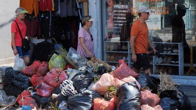 Pemprov Bali terus berusaha mengurangi sampah plastik dan mencegah kerusakan lingkungan.
