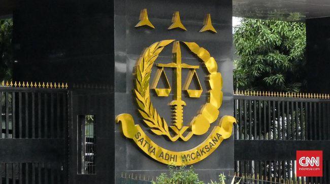 Kejaksaan Agung menahan pejabat Otoritas Jasa Keuangan (OJK) Fakhri Hilmi, tersangka kasus dugaan tindak pidana korupsi PT Asuransi Jiwasraya (Persero).
