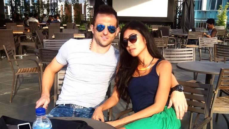 Beberapa momen manis antara Ilija Spasojevic dan mendiang sang istri, Lelhy Spasojevic yang meninggal hari Rabu (20/11) versi Insertlive.