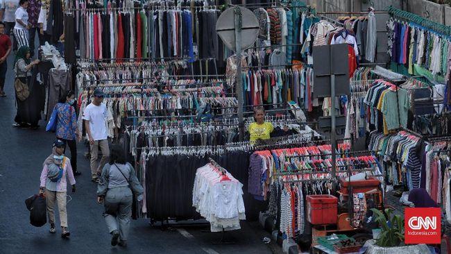 Larangan PKL berjualan selama dua pekan masa PPKM di Kota Bekasi, dikecualikan di sejumlah lokasi terutama di pasar tradisional.