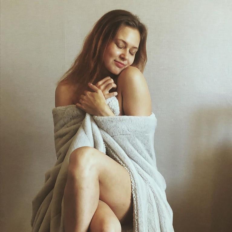 Seorang PNS asal Rusia bernama Anna Anufrieva dipecat usai tampil vulgar di majalah Playboy. Malangnya, kini ia hidup terlunta-lunta di jalanan.