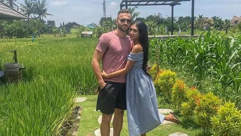 Meninggalnya Lelhy membuat Ilija merasa sedih dan ia harus menunda pekerjaannya sebagai penyerang klub Bali United untuk memakamkan sang istri di Jakarta.