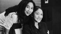Anak pertama dari Chairul Tanjung dan Anita Ratnasari Tanjung ini beberapa kali mengunggah foto bersama ibunya di media sosial Instagram. Tak lupa, ia juga menyertakan caption yang manis untuk sang ibunda. (Foto: Instagram @putri_tanjung)