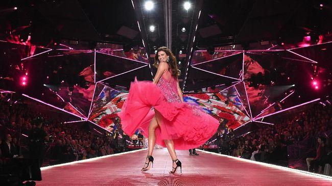 Sejumlah isu seperti penurunan jumlah penonton hingga penjualan membuat para 'Victoria's Secret Angels' batal tampil di panggung peragaan busana 2019.