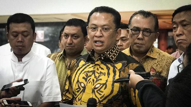 Wakil Koordinator Bidang Pratama DPP Partai Golkar Bambang Soesatyo atau Bamsoet resmi kembali menyatakan menyatakan diri siap untuk maju sebagai calon ketua umum (ketum) Partai Golkar periode 2019-2024. (CNN Indonesia/Martahan Sohuturon)