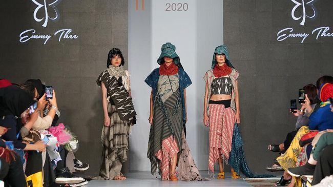 Lewat peragaan busana bertema 'Fashion Revolution', Indonesia Fashion Chamber (IFC) menggaungkan semangat konsep mode berkelanjutan.