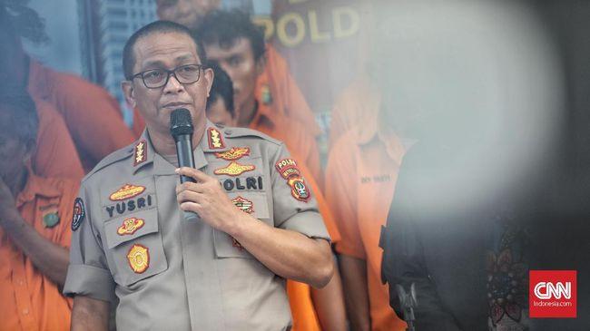 Data pribadi korban pembobolan rekening, wartawan senior Ilham Bintang, diketahui dijual orang bank yang memiliki akses ke layanan informasi OJK.