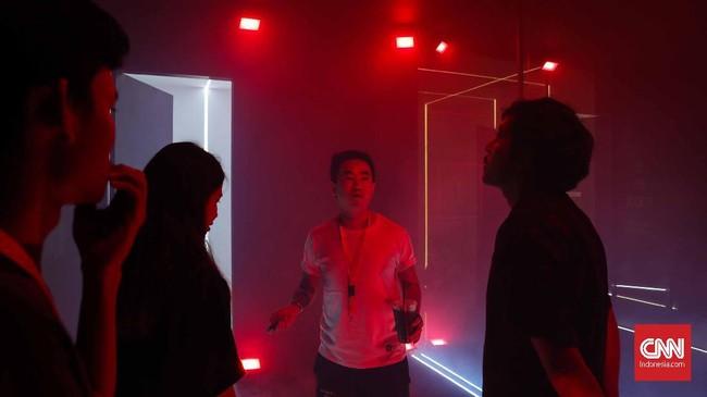 Pameran eksperimen sosial Humanize Us mengeksplorasi kaitan antara media sosial dan kesehatan mental dalam sebuah karya instalasi labirin.