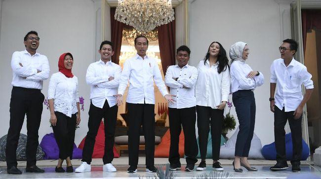 Ketua Umum Partai NasDem Surya Paloh melihat Jokowi tengah menyiapkan regenerasi dengan menjadikan para anak muda sebagai staf khususnya.