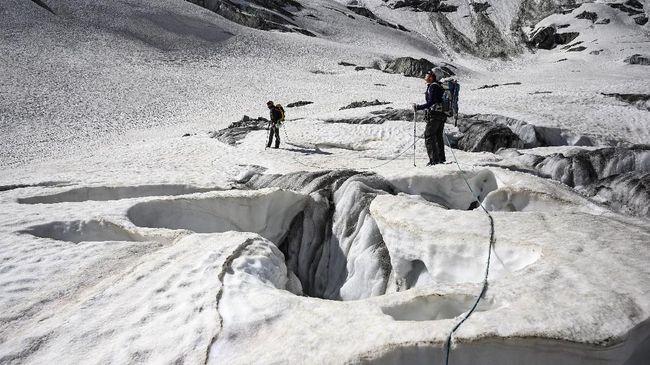 Pencairan gletser di Greenland terus berlanjut. Data satelit menunjukkan 40 tahun belakangan ini pencairan gletser semakin kritis.