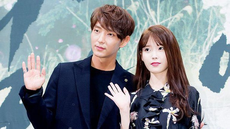 Adegan ciuman yang diterima IU dari Lee Jun Ki lewat drama Scarlet Heart tentu tak akan terlupakan. Bagaimana tidak? Ciuman itu ternyata juga sebagai kejutan di hari ulang tahunnya.
