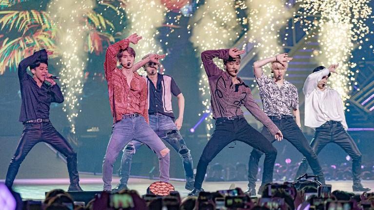 Pihak promotor menyiapkan panggung utama nan megah di konser ketiga EXO di Jakarta ini. Di konser EXplOration ini, diharapkan para penonton bisa mendapatkan pengalaman yang lebih memuaskan saat melihat penampilan para idolanya.