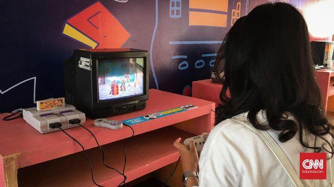 Selain penampilan musik dalam 90's Festival yang digelar di Jiexpo, Kemayoran, juga terdapat beberapa hal yang berkaitan dengan dekade 1990an. Salah satunya adalah ruangan yang menyajikan gim konsol dan arkade.