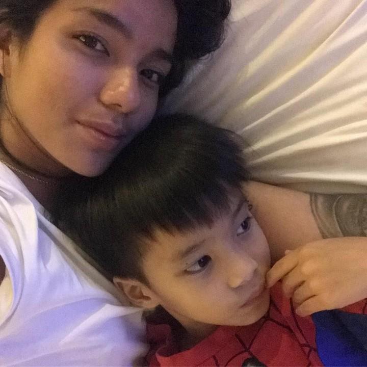 Sheila Marcia memutuskan untuk kembali menjalani kehidupan di Bali bersama ketiga anaknya. Bagaimana kehidupan mereka saat ini? Intip potret kebahagiannya!