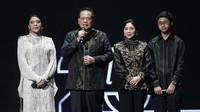 <p>Kedua anaknya, Putri Indahsari Tanjung dan Rahmat Dwiputra Tanjung hadir memeriahkan pesta. Putri memuji kedua orangtuanya sebagai role mode untuk dirinya. (Foto: Marianus Harmita/InsertLive)</p>