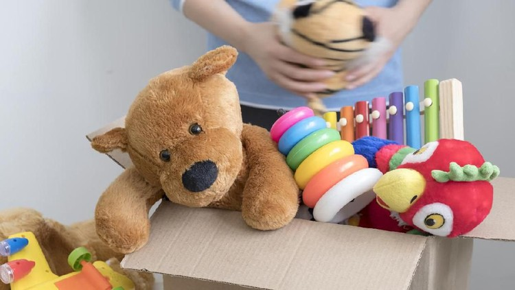 Tak selalu lucu dan menggemaskan, ada juga mainan anak yang aneh dan menyeramkan.