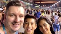 <p>Selain itu, Maudy dan Erik juga pernah mengajak Eddy untuk menyaksikan Formula 1 hinga ke Singapura. (Foto: Instragram @maudykoesnaedi)</p>