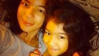 <p>Kali ini selfie bersama si sulung Leticia yang tumbuh semakin mirip dengannya. Sama-sama cantik kan? (Foto: Instagram @itssheilamj)</p>