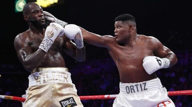 Duel Wilder vs Ortiz sudah pernah terjadi pada 3 Maret 2018. Ketika itu Wilder menang TKO pada ronde ke-10. Pertarungan Wilder vs Ortiz jilid kedua berlangsung di MGM Grand Garden Arena, Las Vegas, Nevada, AS. (AP Photo/John Locher)