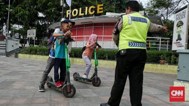 Polisi menyebut belum ada pengguna skuter listrik yang kena tilang karena ketentuan soal lokasi masih dipatuhi.