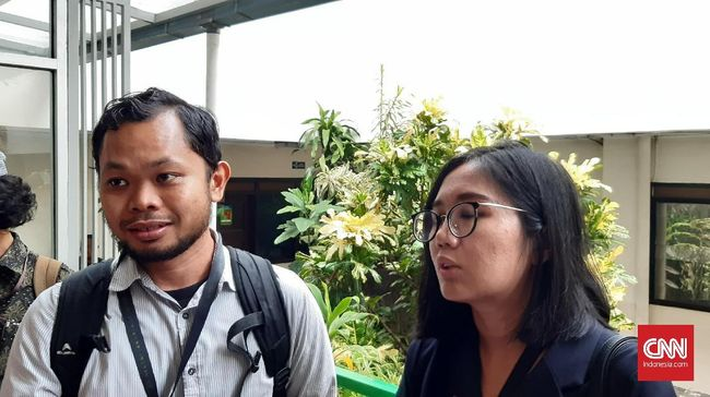 Pengacara Tim Advokasi Papua menyebut polisi melakuan ujaran rasial saat menangkap mahasiswa terkait kasus dugaan makar Surya Anta.