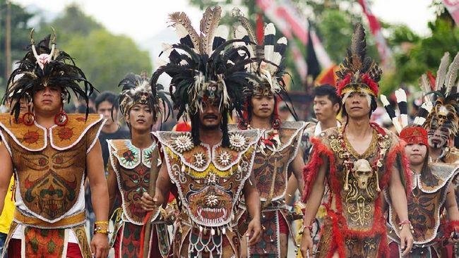 Menjelang Imlek tahun ini, kota Singkawang kembali menggelar Pawai Tatung dalam Festival Cap Go Meh.