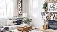 Lantai bermotif kayu dan meja kayu memberi kesan alam di ruangan ini. Selain itu, dinding dengan bata ekspos membuat ruangan ini berkesan alami dan hangat. (Foto: Instagram @liketoknow.it.home)