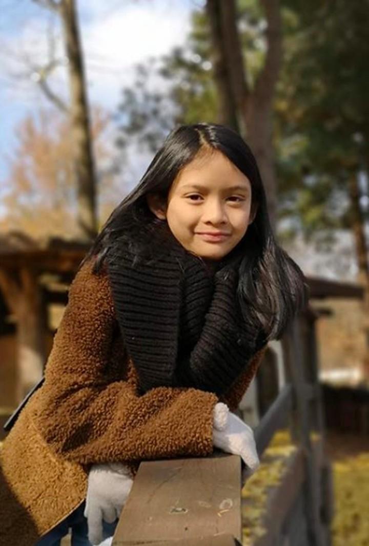 Jarang terekspose, putri bungsu Andra Ramadhan gitaris Dewa 19, Aisha sudah beranjak remaja lho, Bunda.