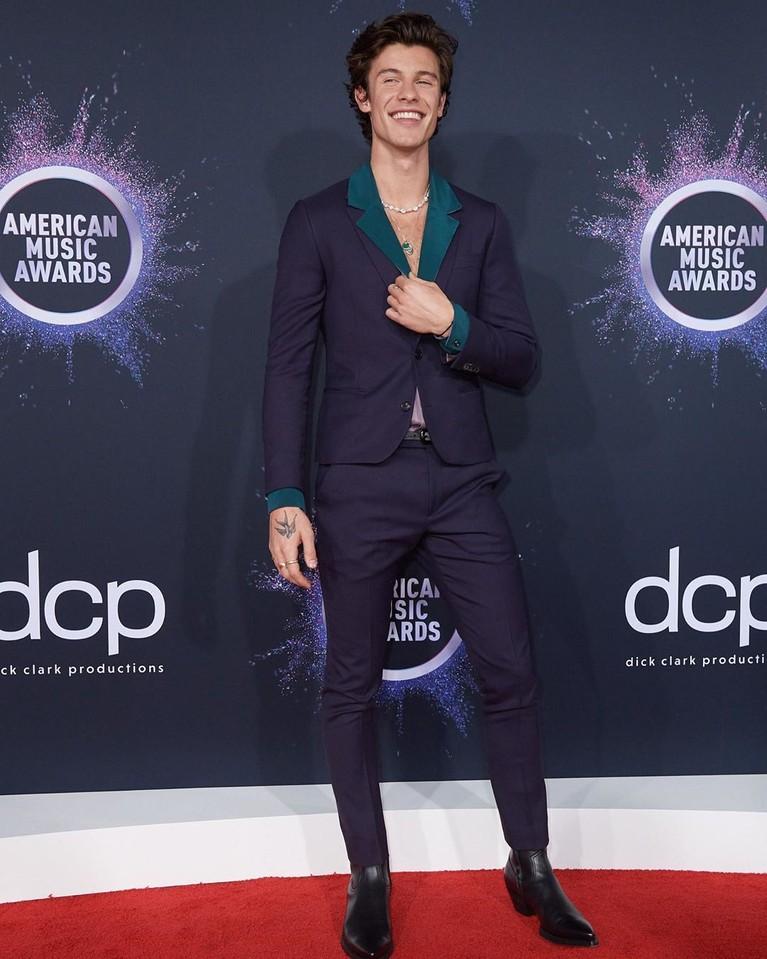 America Music Awards 2019 digelar di Los Angeles, Amerika Serikat, Minggu (24/11). Berikut 5 artis dengan pakaian terbaik di ajang musik bergengsi tesebut.