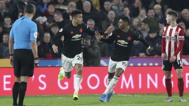 Manchester United gagal meraih poin penuh usai bermain imbang 3-3 saat dijamu Sheffield United di Liga Inggris pada Minggu (24/11).