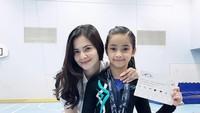 <p>Kini Sydney sudah mulai beranjak remaja, beberapa waktu lalu ia memenangkan medali emas olahraga gimnastik. (Foto: Instagram @cuttaryofficial)</p>