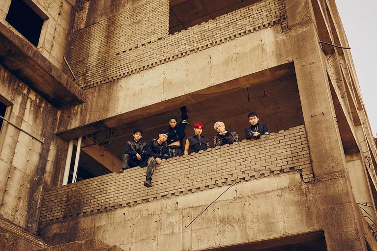 Ini dia lima foto teaser album Obsession milik EXO yang bikin penggemar makin penasaran.
