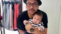 <p>Di caption Sammy Simorangkir, ia selalu menomorsatukan keluarganya. Bila di luar kota, ia selalu ingin cepat-cepat bertemu keluarga kecilnya. (Foto: Instagram @sammysimorangkir)</p>