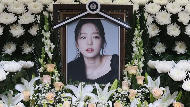 Mantan pacar Goo Hara dijatuhi vonis satu tahun penjara atas kasus pelecehan dan pemerasan kepada mendiang idol tersebut.