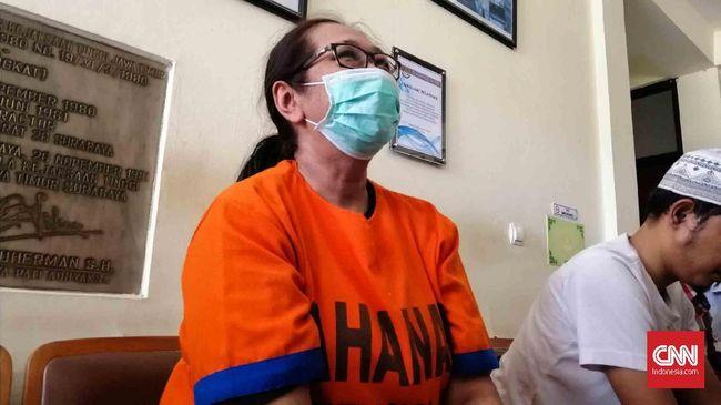 Tersangka dugaan provokasi, ujaran kebencian, dan penyebaran hoaks insiden Asrama Mahasiswa Papua, Susi, menjalani sidang perdana di PN Surabaya.