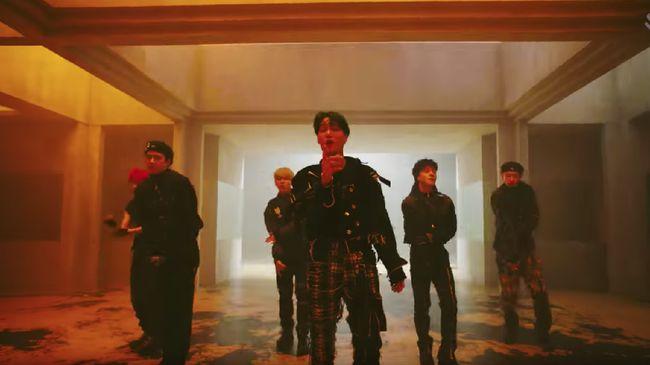 Album terbaru EXO yang baru rilis pada Rabu (24/11) segera menduduki peringkat juara di tangga album iTunes di berbagai negara, termasuk Indonesia.