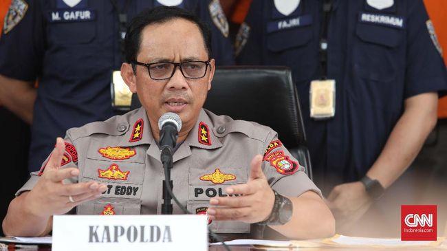 Polda Metro Jaya meringkus empat tersangka penipuan penjualan rumah tanpa riba di Tangsel dan Banten. Dua lainnya masih diburu polisi.