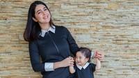 <p>Gimana nih, Bunda, gaya Nabila Syakieb dan putri kecilnya, Raqeema? Kompak dan cantik banget ya. (Foto: Instagram @nsyakieb85)</p>