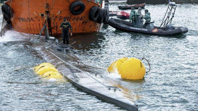 Kepolisian Spanyol menyatakan kapal selam mini yang ditangkap di Kota Cangas berisi tiga ton kokain.