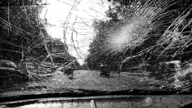 Sopir truk berinisial DS ditetapkan sebagai tersangka dan langsung ditahan dalam kasus tabrakan beruntun di Tanjungsari, Sumedang, yang menewaskan dua orang.