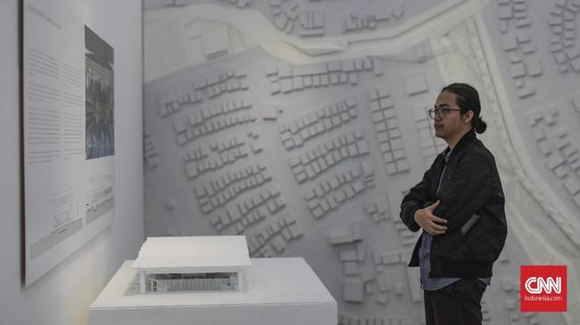 """Pada perancangan materi pameran, """"PRIHAL"""" juga turut berkolaborasi dengan dua studio desain grafis ternama yaitu Leboye untuk graphic identity, dan Nusae pada signage system. (CNN Indonesia/Bisma Septalisma)"""