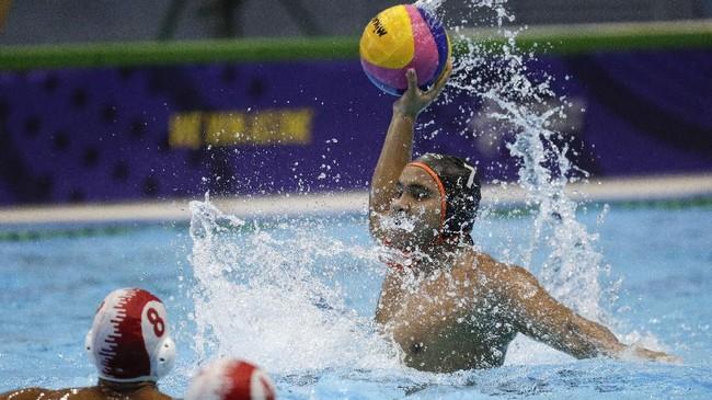 Meraih tiga kemenangan dan satu hasil seri, Indonesia mengumpulkan tujuh poin dan menempati puncak klasemen cabang olahraga polo air putra di SEA Games 2019. (Photo by WAKIL KOHSAR / AFP)