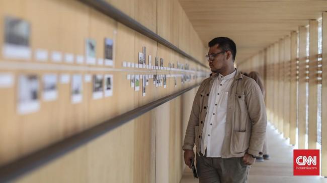 Pameran yang mencakup berbagai tema yaitu, prihal Jakarta, Kota yang Lainnya, Bentuk, Material, Yang Berulang, dan Sehari-hari ini akan berlangsung hingga 11 Desember 2019. (CNN Indonesia/Bisma Septalisma)