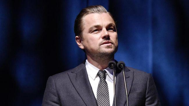 Leonardo DiCaprio membantah dirinya jadi donor WWF, organisasi yang dituding Presiden Brasil berkontribusi pada kebakaran hutan Amazon.
