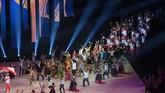 Kontingen Indonesia melakukan defile dalam pembukaan SEA Games 2019 di Philippine Arena, Bulacan, Filipina, Sabtu (30/11). (ANTARA FOTO/Nyoman Budhiana)