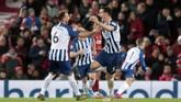 Dua blunder kiper Liverpool Alisson Becker dan Adrian mewarnai kemenangan 2-1 The Reds atas Brighton and Hove Albion di Liga Inggris di Anfield, Sabtu (30/11).