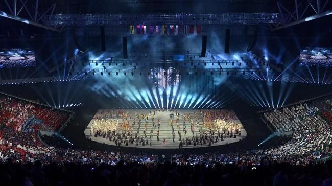 Penyanyi Christian Bautista dan anggota Black Eyed Peas yang merupakan keturunan Filipina, Apl.de.ap, ikut memeriahkan upacara pembukaan SEA Games 2019. (ANTARA FOTO/Nyoman Budhiana)