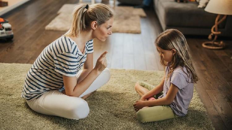 Mencubit anak merupakan salah satu bentuk kekerasan fisik, Bun. Nah, ada cara lain yang lebih baik untuk membuat anak disiplin.