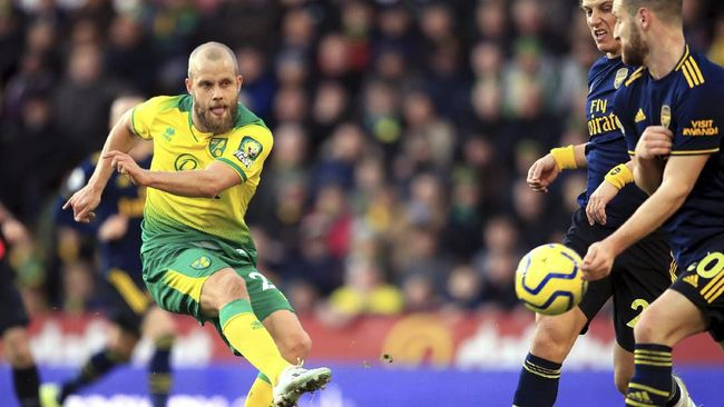 Arsenal harus puas bermain imbang lawan Norwich dalam laga Liga Inggris di Carrow Road, Minggu (1/12).